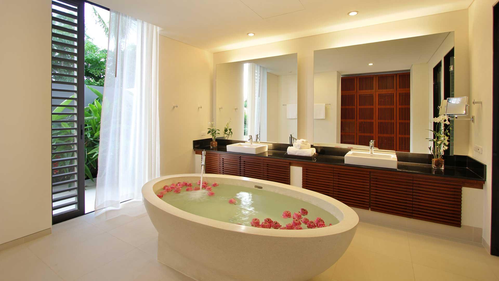 Tha03 private pool villa sea view cape yamu for 2 bathroom master suite