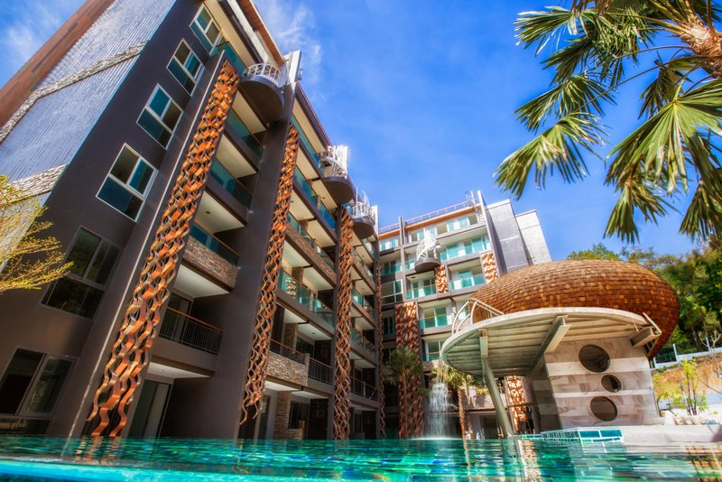 Emerald Terrace Pool View PAT121